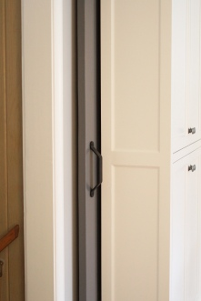 Kingston Kitchen, Barn Door Pocket